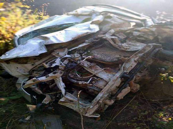 नाहन में खाई में गिरी कार, जिसमें सवार दो लोगों की मौत हो गई। - Dainik Bhaskar