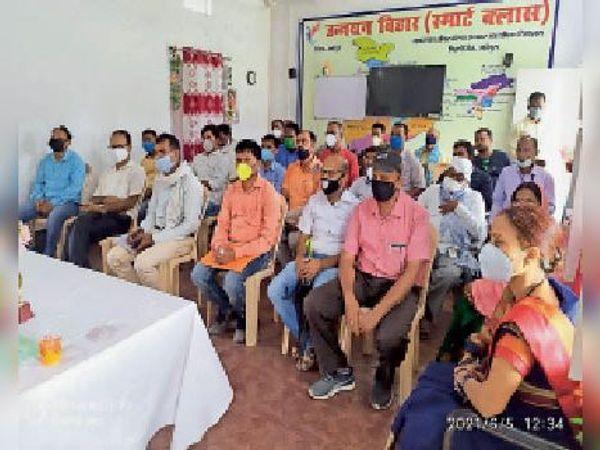 आयोजित बैठक में उपस्थित विभिन्न विद्यालयों के एचएम व अन्य। - Dainik Bhaskar