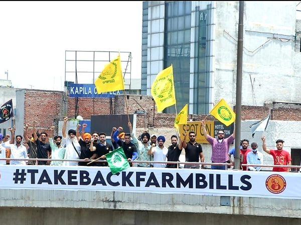 जालंधर में कृषि सुधार कानूनों के विरोध में प्रदर्शन करते युवा। - Dainik Bhaskar