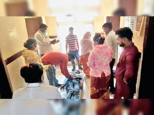 पृथ्वीपुर| सामुदायिक स्वास्थ्य में इलाज के लिए पहुंचे घायल। - Dainik Bhaskar