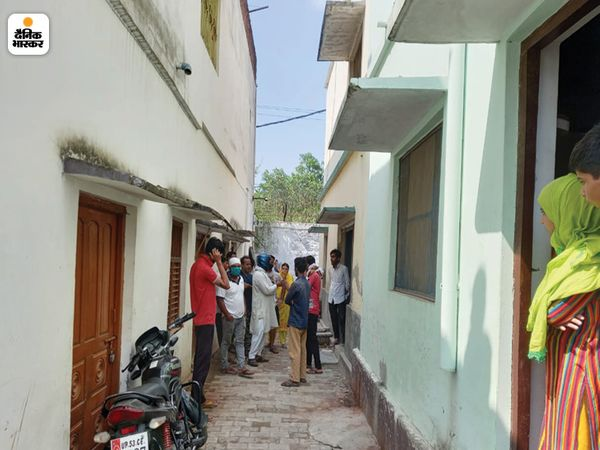 मकान खाली करने का अल्टीमेटम मिलने से मुस्लिम परिवार सहमे हुए हैं।