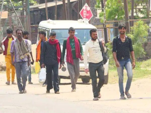 नहीं दिख रहा शहर में वीकेंड लॉकडाउन का असर - Dainik Bhaskar