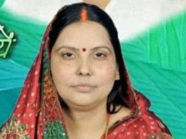 लंबे समय से धोखाधड़ी व जालसाजी मामले में फरार चल रही कुंटू की पत्नी। कुंटू की ब्लॉक प्रमुख पत्नी और करीबी पर 25-25 हजार का इनाम घोषित। - Dainik Bhaskar