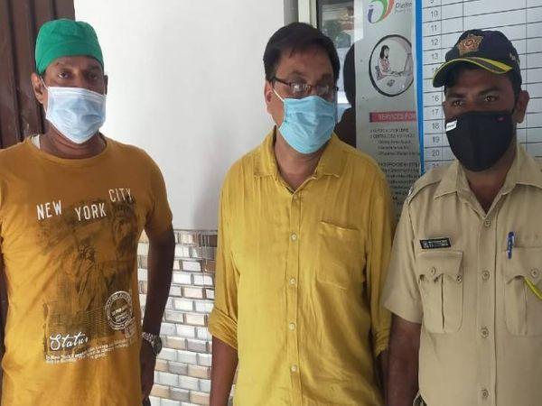 आरोपी को अपने साथ मुंबई ले गई पुलिस। - Dainik Bhaskar