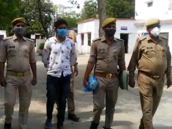 अपर पुलिस अधीक्षक राकेश कुमार सिंह के अनुसार हत्यारोपी सोनू ने इस घटना को सड़क हादसा दिखाने का प्रयास किया था। जिस कारण उसकी बाइक को ईट पत्थर से तोड़ दिया था। - Dainik Bhaskar