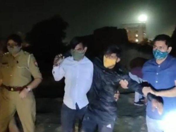 दोनों बदमाशों ने नोएडा के सेक्टर 49 थाना क्षेत्र में लगातार मोबाइल लूट की घटनाओं को अंजाम दिया था। - Dainik Bhaskar