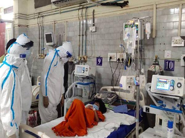 संजय गांधी अस्पताल के कोविड वार्ड का निरीक्षण करते सांसद। - Dainik Bhaskar