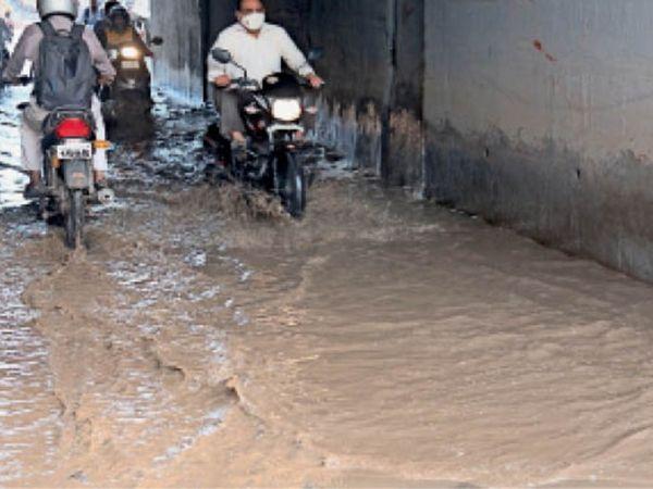 अमरोली के गरनाले में  पानी भरने से लोग हुए परेशान - Dainik Bhaskar