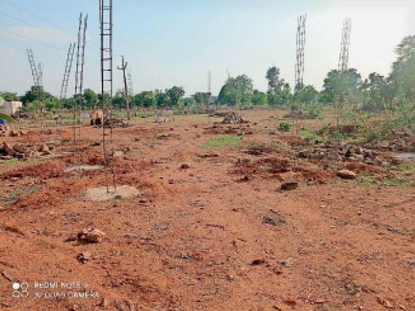 पृथ्वीपुर  मंदिर की जमीन पर किया जा रहा अतिक्रमण। - Dainik Bhaskar