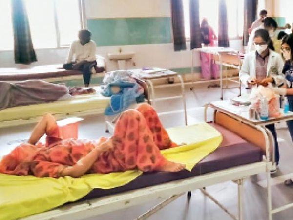 सोनीपत के खानपुर मेडिकल कॉलेज में ब्लैक फंगस के मरीज लगातार आ रहे हैं। - Dainik Bhaskar