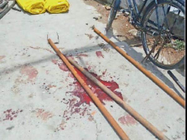 अम्बाला   घटनास्थल पर पड़ा खून और पाइप।