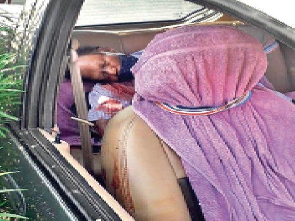 एक-एक कर 3 गोलियां दागीं... कार में ही मौत - Dainik Bhaskar
