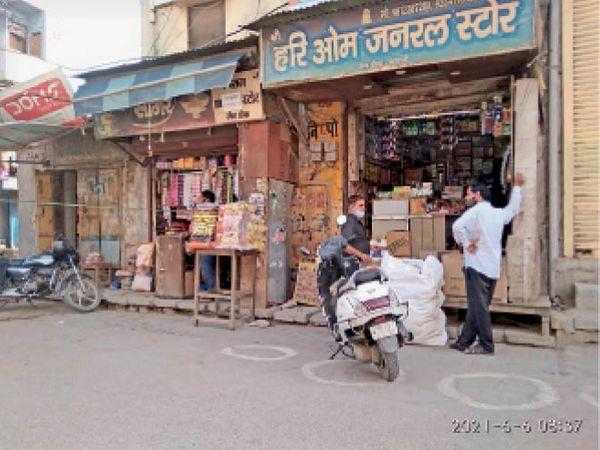 जैन चौक क्षेत्र में बिना ऑड-इवन खुलीं दुकानें। - Dainik Bhaskar