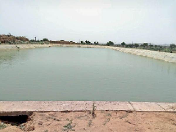 गांव हसनपुर का वाटर टैंक। - Dainik Bhaskar