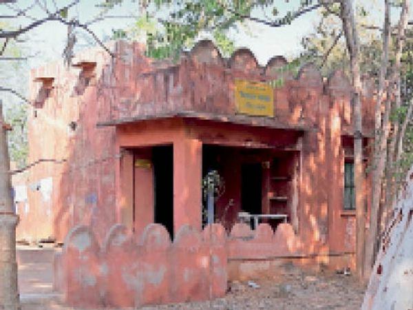 खंडार   रणथम्भौर अभ्यारण्य की गिलाईसागर चौकी जहां यह कंट्रोल रूम स्थापित किया गया है। - Dainik Bhaskar
