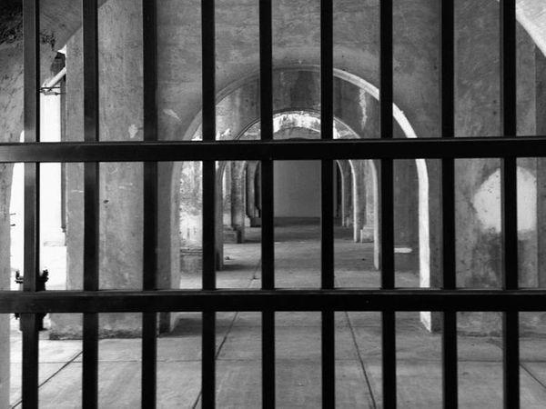 जेल प्रशासन ने पुलिस को फोन की जांच करने के लिए कहा है। - Dainik Bhaskar