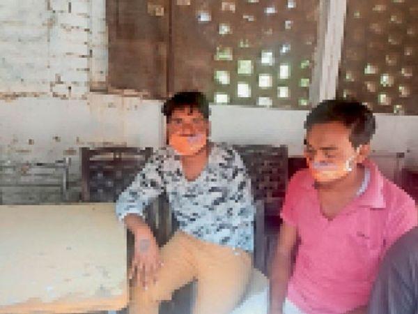 पुलिस की पकड़ में दोनों आरोपी रामकुमार और नवीन। - Dainik Bhaskar