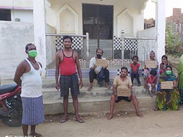 गांव के लोगों का दूसरे गांव जाकर पानी लाने के कारण वहां के ग्रामीणों से विवाद हो रहा है। - Dainik Bhaskar