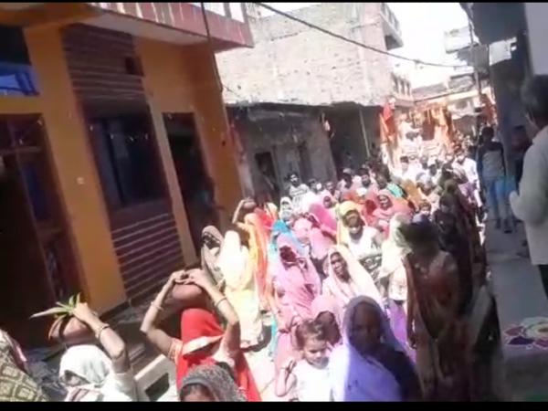 धार्मिक आयोजन के दौरान कलश यात्रा में सैकड़ों लोगों की भीड़ उमड़ने के मामले में कार्रवाई। - Dainik Bhaskar