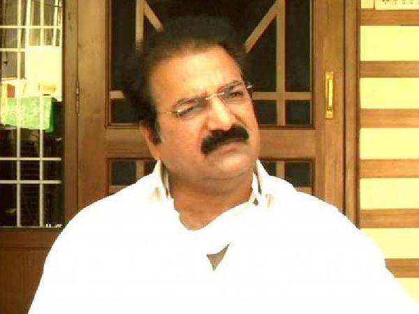 खाचरियावास ने कहा था कि कांग्रेस का झगड़ा असली नहीं है, असली झगड़ा तो भाजपा में अगले मुख्यमंत्री के लिए है।