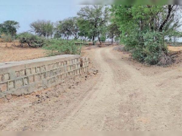जनपद पंचायत श्योपुर की पांडोली और मेवाड़ा के कछार में ग्रामीण खुद ही कर रहे विकास। - Dainik Bhaskar