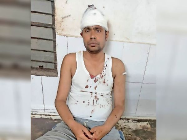घायल युवक विनोद राम। - Dainik Bhaskar