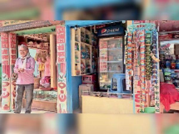 दलसिंहसराय के मेन बाजार में बिना रोस्टर के खुली दुकानें। - Dainik Bhaskar