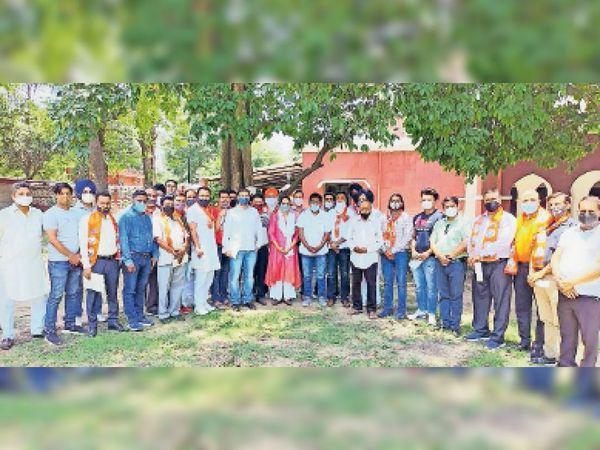 एचडीएफ के गोबिंद नगर जोन के घोषित किए गए पदाधिकारियों के साथ चित्रा सरवारा। - Dainik Bhaskar