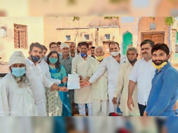समस्या }कंडम घोषित भवन में चल रहे सतनाली के सामुदायिक स्वास्थ्य केंद्र के नए भवन निर्माण की मांग ने जोर पकड़ा - Dainik Bhaskar