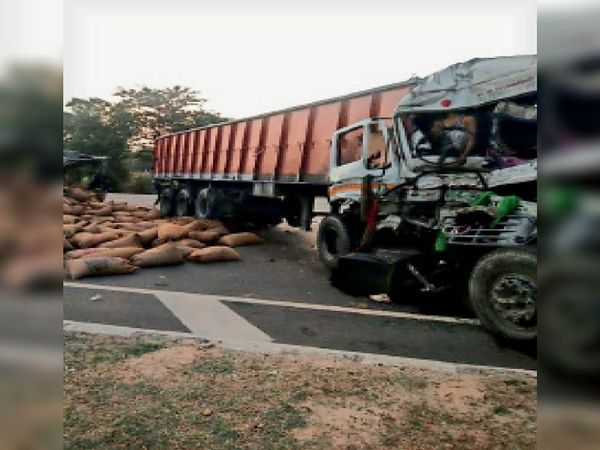 निवाई| जयपुर-कोटा राजमार्ग पर सोहेला के समीप हादसे में क्षतिग्रस्त ट्रक व ट्रेलर। - Dainik Bhaskar