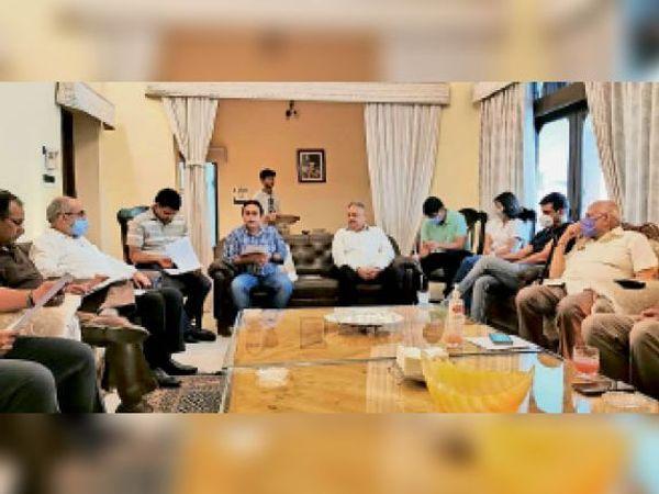 यमुनानगर  बैठक में मौजूद यमुनानगर व जगाधरी के उद्योगपति। - Dainik Bhaskar