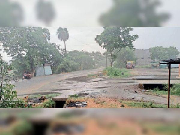 बैतूल। रविवार को जिले में तेज हवा के साथ बारिश हुई। - Dainik Bhaskar