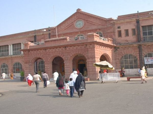 Mayo is the largest government hospital in Lahore.  (File) - Dainik Bhaskar