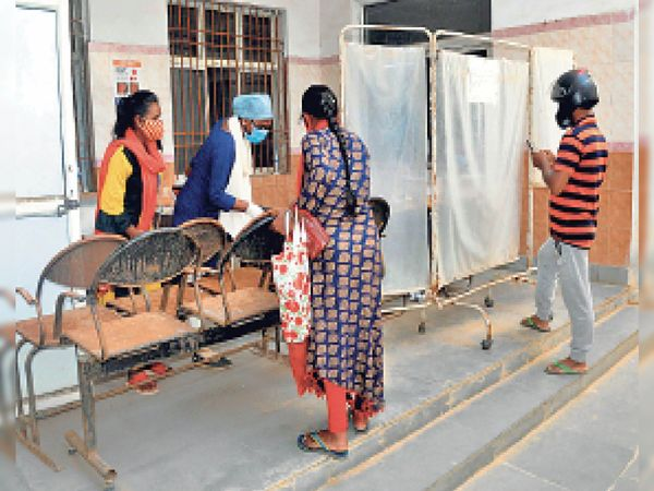 कोरोना मरीजों की जांच - Dainik Bhaskar