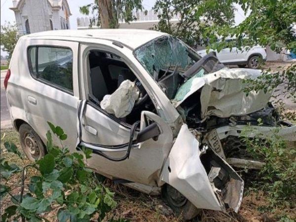 हादसे में क्षतिग्रस्त हुई कार। - Dainik Bhaskar