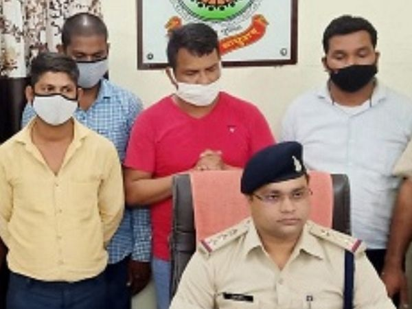आरोपियों के खिलाफ जांजगीर के चांपा थाने में भी वसूली और धमकी देने की FIR दर्ज है। सभी आरोपियों को जेल भेज दिया गया है। - Dainik Bhaskar