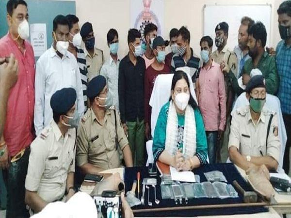 गिरफ्तार किए गए आरोपियों ने प् - Dainik Bhaskar