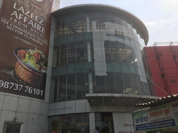 सेक्टर-25 स्थित मित्तल मेगा मॉल।
