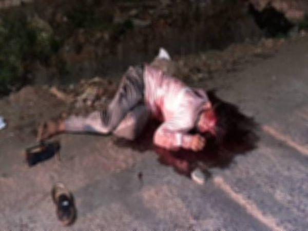 विवेक झारिया (18) ने घटनास्थल पर ही दम तोड़ दिया।