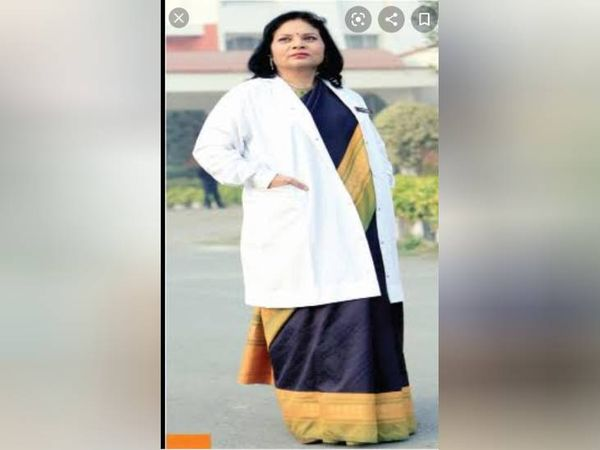डॉक्टर मुक्ति भटनागर, सुभारती ग्रुप के संस्थापक व चेयरमैन डॉ. अतुल कृष्ण की पत्नी थीं।- फाइल फोटो - Dainik Bhaskar