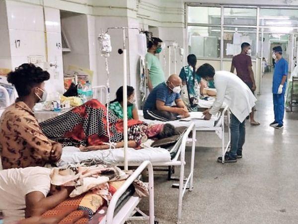 हमीदिया के ब्लैक फंगस वार्ड में 90 बेड हैं, लेकिन यहां 118 मरीज भर्ती हैं। - Dainik Bhaskar