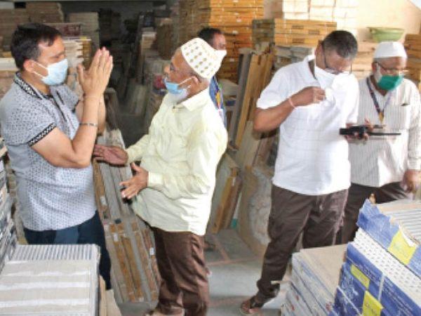 सहायक आयुक्त हाथ जोड़कर बोले चालान नहीं, अब तो दुकान ही सील होगी। - Dainik Bhaskar