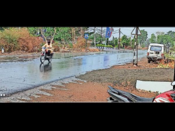 शहर में आधा घंटा  बारिश हुई। - Dainik Bhaskar