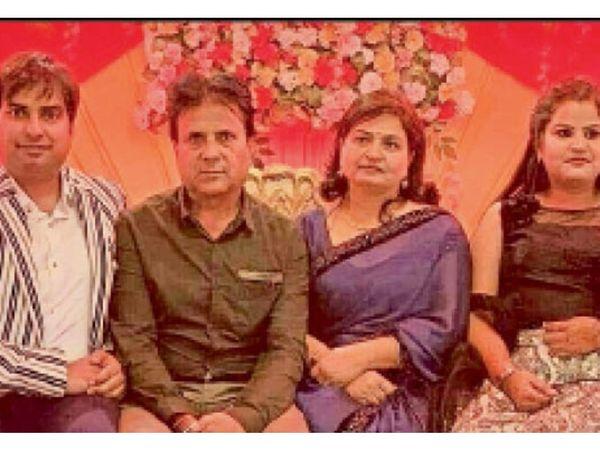 अम्बाला   बेटे शिवम, पति इंद्र शर्मा अौर बेटी शायना के साथ नीरू शर्मा। - Dainik Bhaskar