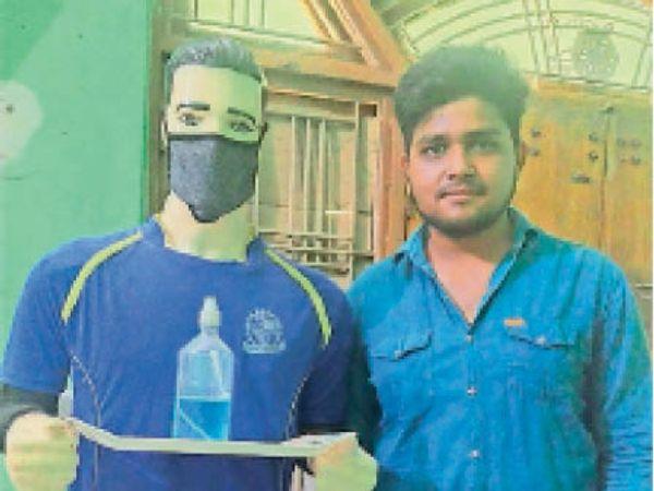 झालावाड़ रोबोट के साथ पॉलिटेक्निक स्टूडेंट स्वप्निल। - Dainik Bhaskar