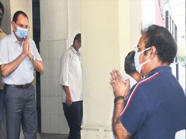 परिवहन मंत्री खाचरियावास ने चिकित्सा अधिकारियों को निर्देश दिए कि कोरोना से मौत होने पर सर्टिफिकेट पर 'कोरोना से मृत्यु' लिखा जाए। - Dainik Bhaskar