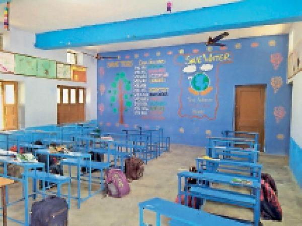 जमशेर खास सीनियर सेकेंडरी स्कूल में बना स्मार्ट क्लासरूम। - Dainik Bhaskar