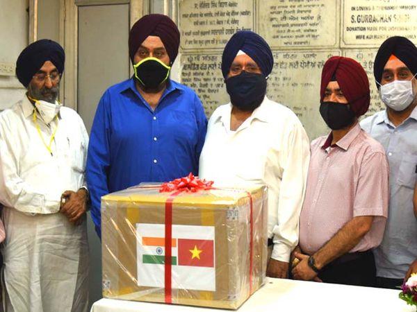 शहर में चल रहे तेरा ही तेरा मिशन को वियतनाम दूतावास  की ओर से दान के रूप में एक वेंटिलेटर दिया गया है। - Dainik Bhaskar
