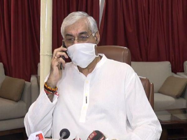 सोमवार को मीडिया से मुखातिब हुए सिंहदेव ने टीकाकरण को लेकर बात की। - Dainik Bhaskar
