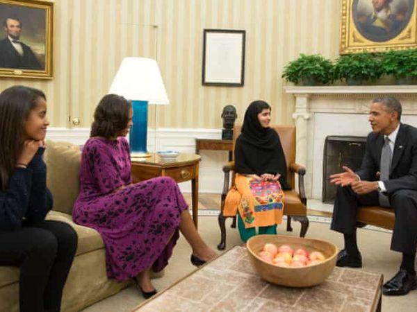 अमेरिका के पूर्व राष्ट्रपति बराक ओबामा ने पत्नी मिशेल और बेटी के साथ मलाला से मुलाकात की थी। ओबामा ने मलाला को दिलेर लड़की बताया था।